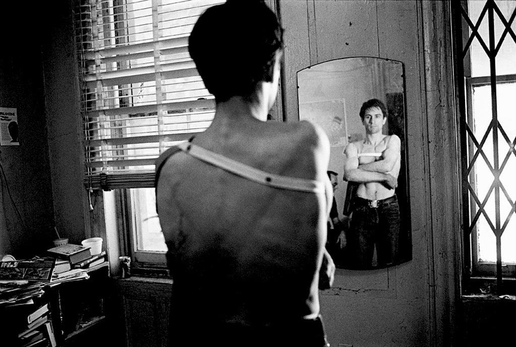 "Мартин Скорсезе, Роберт Де Ниро и Джоди Фостерна съемках фильма ""Таксист"" 1976 года."