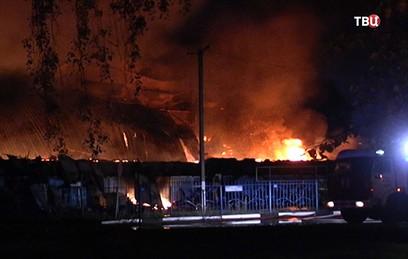 Пожар в торгово-офисном центре в Чехове локализован