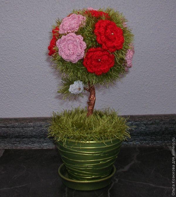 Дерево из вязанных цветов