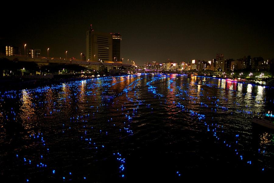 4 100.000 Голубые Шары, Плавающие Вниз по Реке В Токио