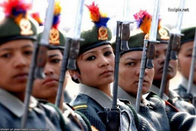 Девушки на службе в армии фото 23