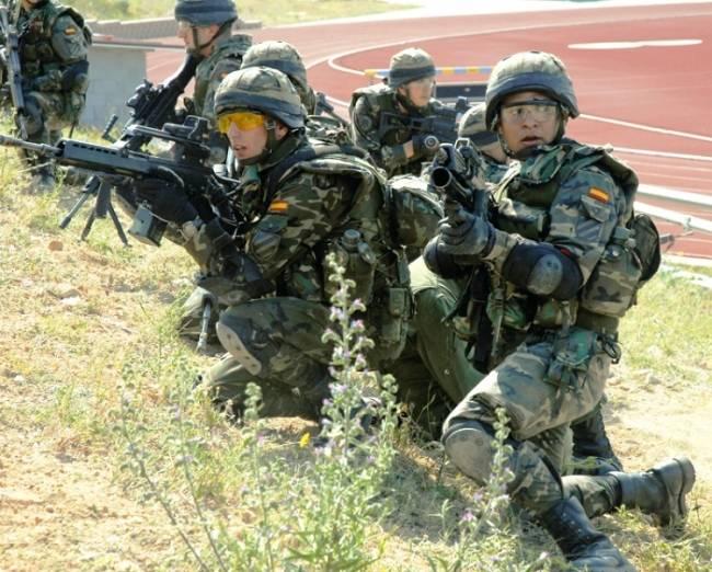 В Латвии приступило к развертыванию испанское подразделение