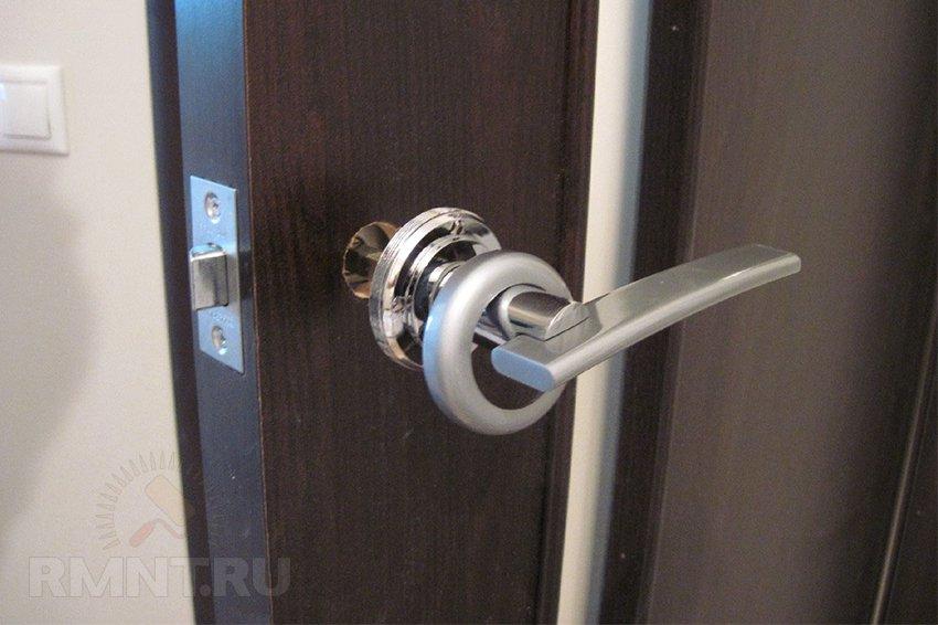 Врезка защелки в межкомнатную дверь своими руками