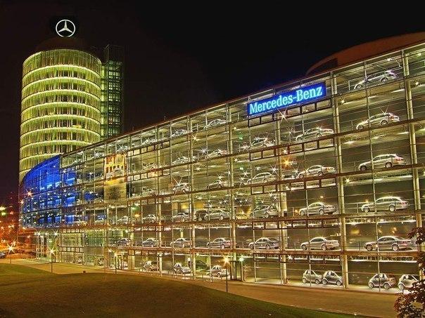 Головной офис - Mercedes Tower.  Германия, Мюнхен.