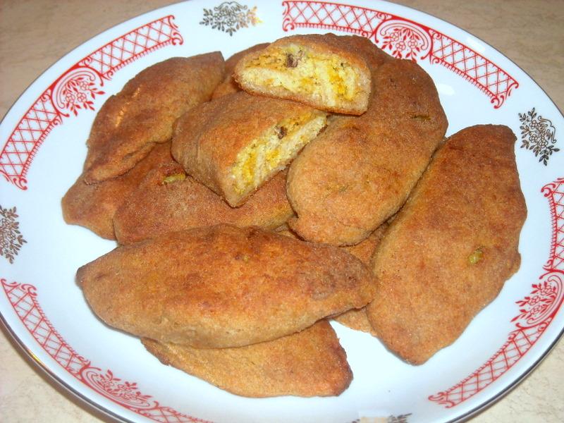 Пирожки из творожно-ржаного теста с щучьей икрой