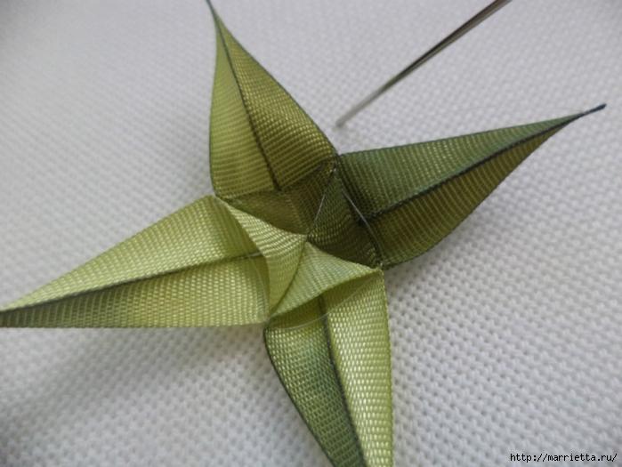 Миниатюрные цветы из ленточек. Мастер-классы (49) (700x525, 224Kb)