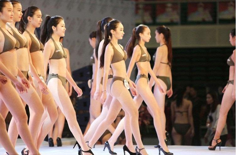 Вот так в Китае проходит кастинг на должность стюардессы. Да это настоящий конкурс красоты!