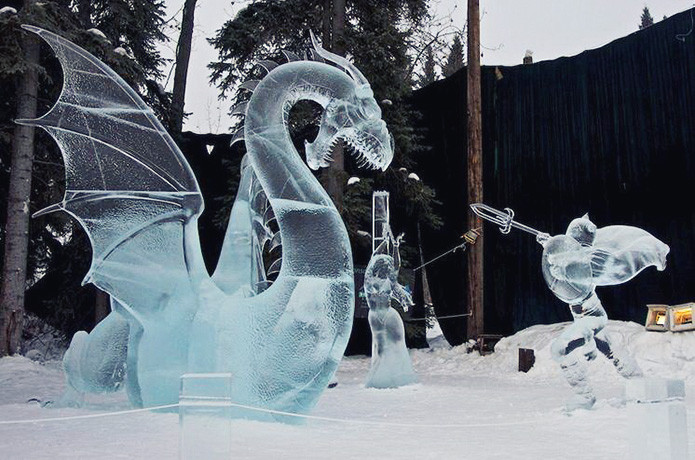 Одна из замечательных ледяных скульптур с выставки, проходившей на Аляске в мире, скульптура