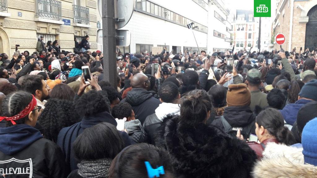 """""""Одни пришли драться, другие - ломать, третьи - грабить"""". Париж ждет новой волны протестов"""