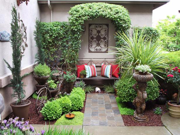 Украсим двор в доме