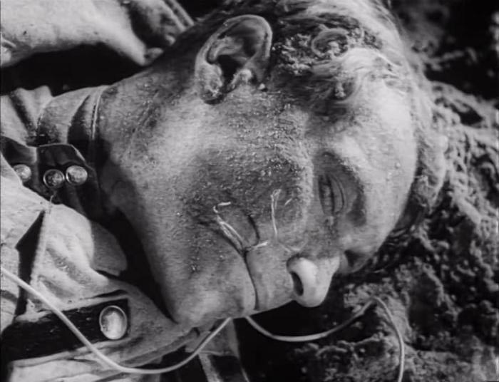 Фильм о судьбах тех, кто принимал участие в Сталинградской битве в 1942 году, ставшей переломом в Великой Отечественной войне и как в течение пяти месяцев город сопротивлялся фашистскому наступлению.