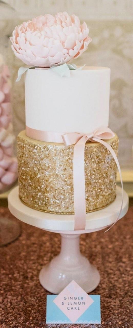 Как украсить блестками торт