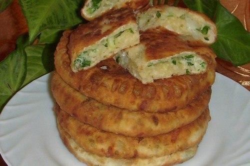 Сырные лепешки на кефире с зеленым луком