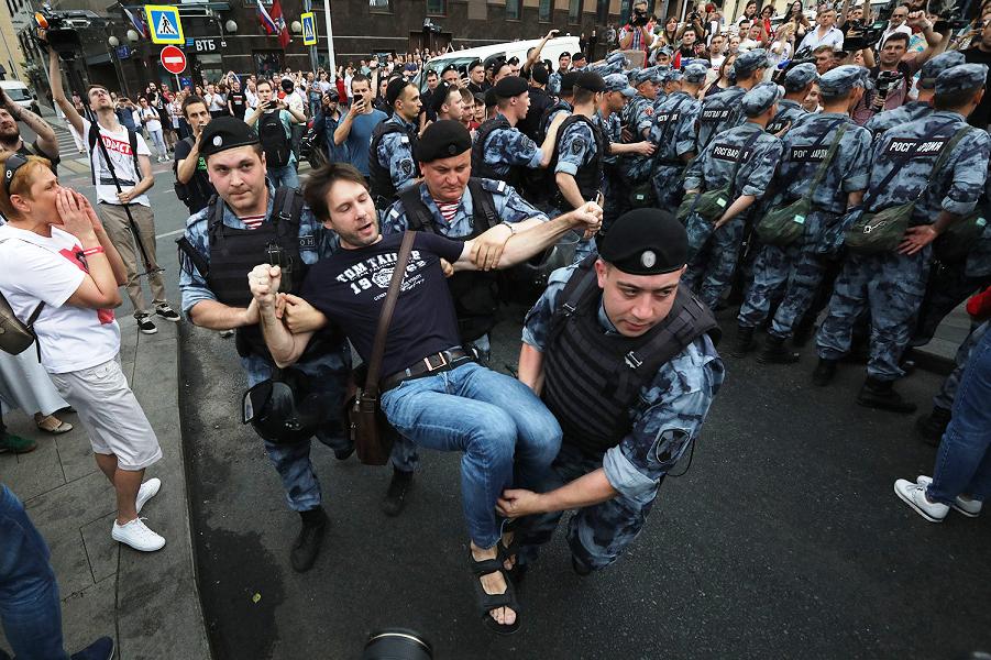 Возмущение корпорации – это почтенно! Несанкционированный протест – преступно?