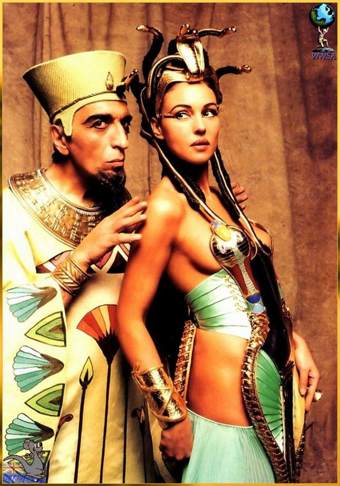 Моника Белуччи (Monica Bellucci) в фотосессии для фильма «Астерикс и Обеликс: Миссия «Клеопатра» (Asterix & Obelix Meet Cleopatra) (2002), фотография 3