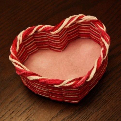 Шкатулка-сердечко из ниток и картона