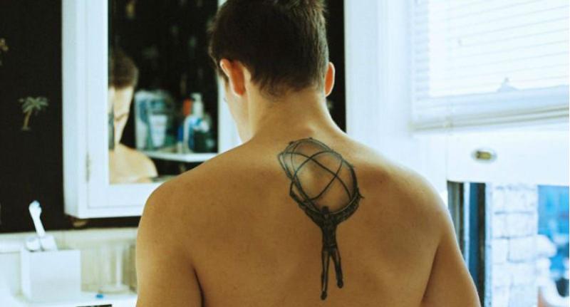 А больно было? А что значит? Пользователи интернета делятся историями своих татуировок
