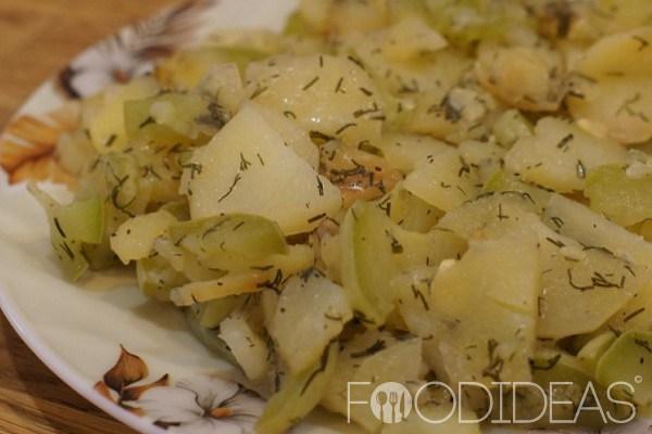 Кабачки с картошкой в мультиварке