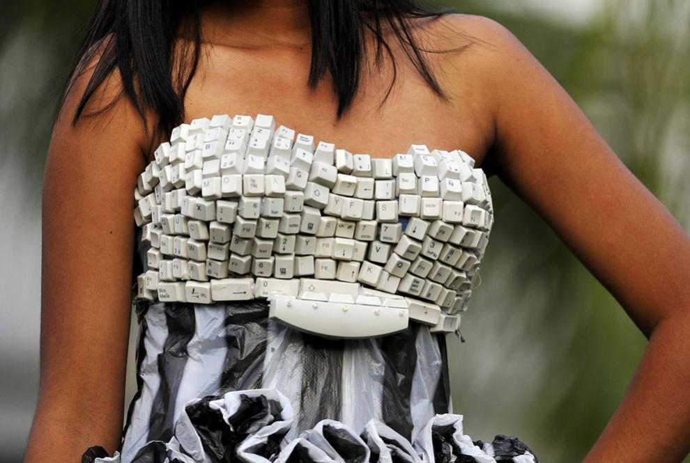 Платье из мусора своими руками