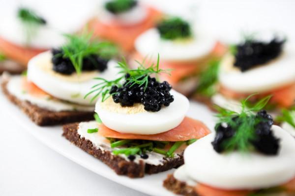 Холодные закуски на Новый год: ТОП-10 рецептов