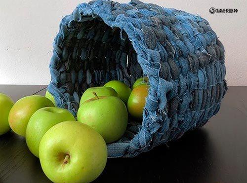 Плетем корзину из старых джинсов