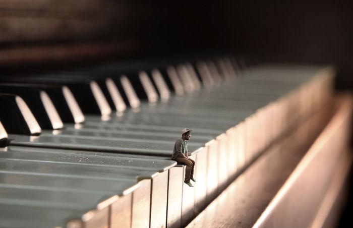 Одинокий музыкант.