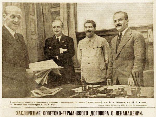 Фото: Советская пресса сообщала о заключении Пакта на первых полосах