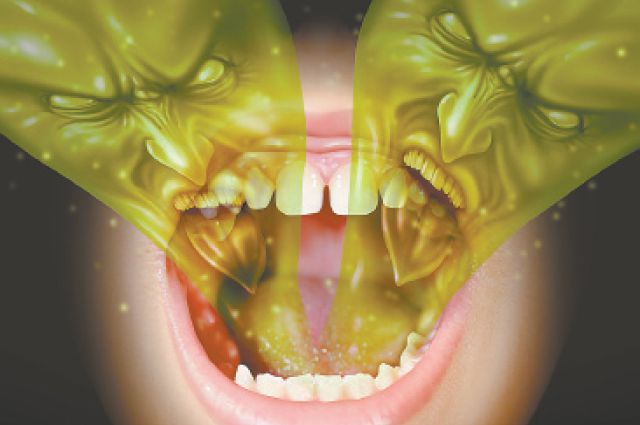 запах изо рта между зубов