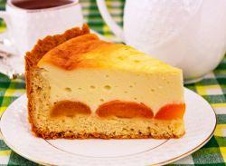 Пирог с абрикосами и творогом.