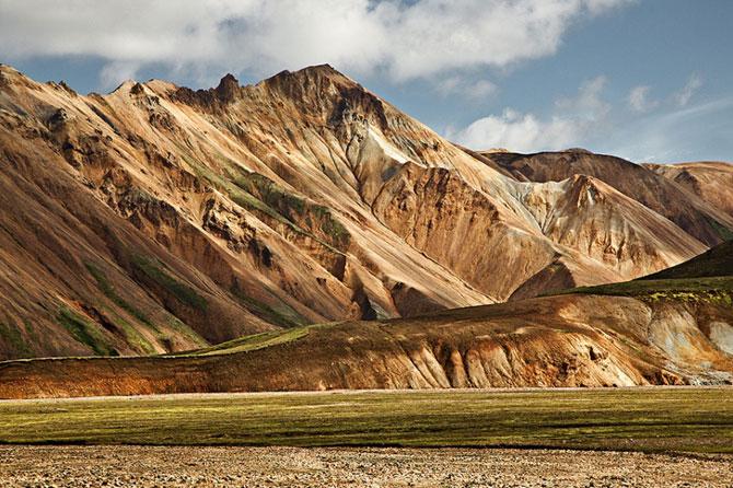 Разноцветные горы в Исландии