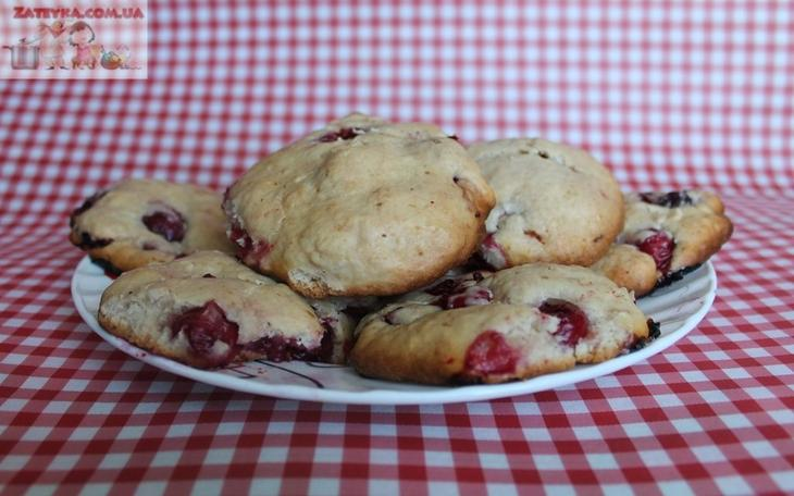 Домашнее печенье на сметане с вишней