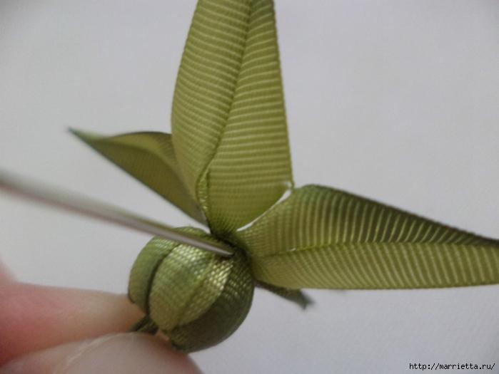 Миниатюрные цветы из ленточек. Мастер-классы (34) (700x525, 170Kb)