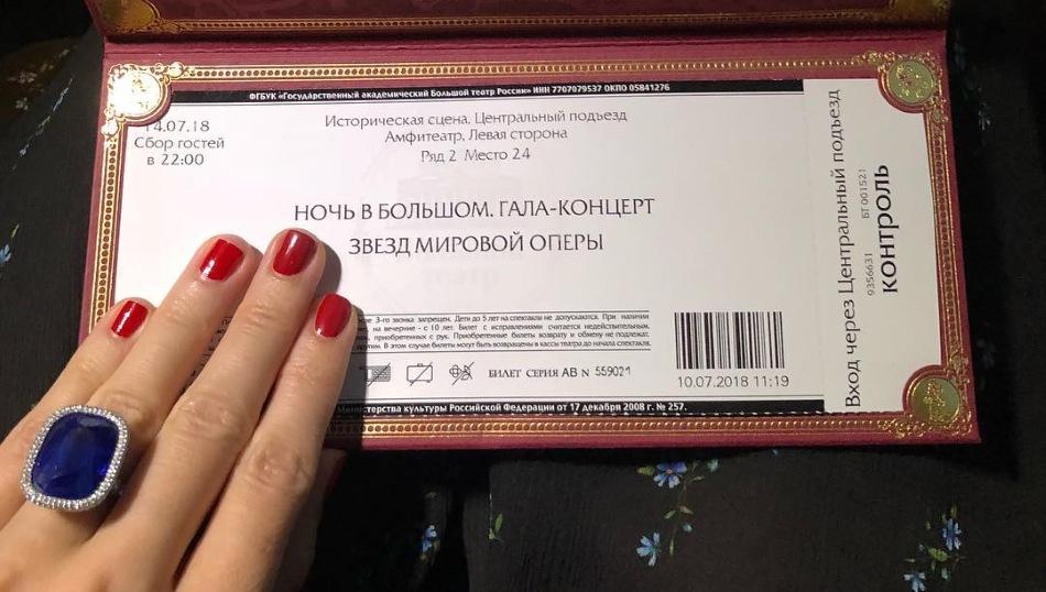 Зажравшаяся Собчак хвастается кольцом за 50 миллионов