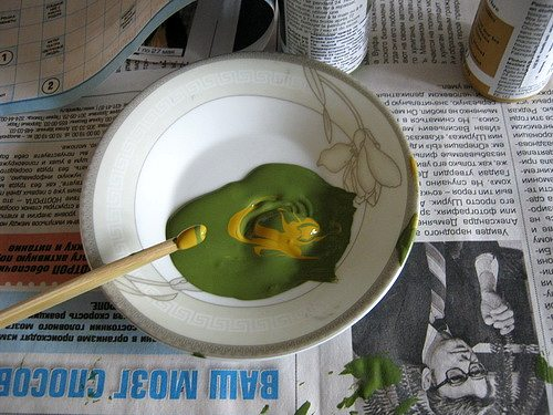 смешиваем краску для оттиска листьев на ткани