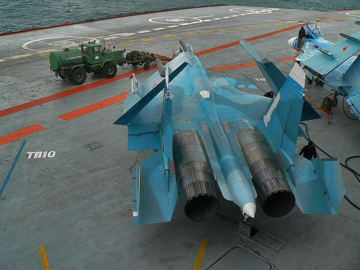 Трактор с авиадвигателем на палубе российского корабля обсуждают в США