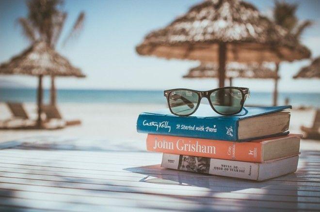 Что почитать в отпуске: 6 интереснейших книг