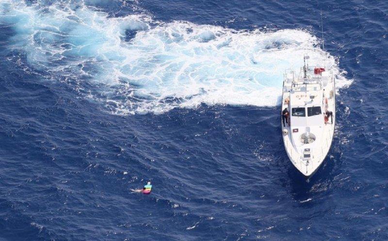 Туристка чуть не зажарилась заживо, проведя 21 час в море на матрасе