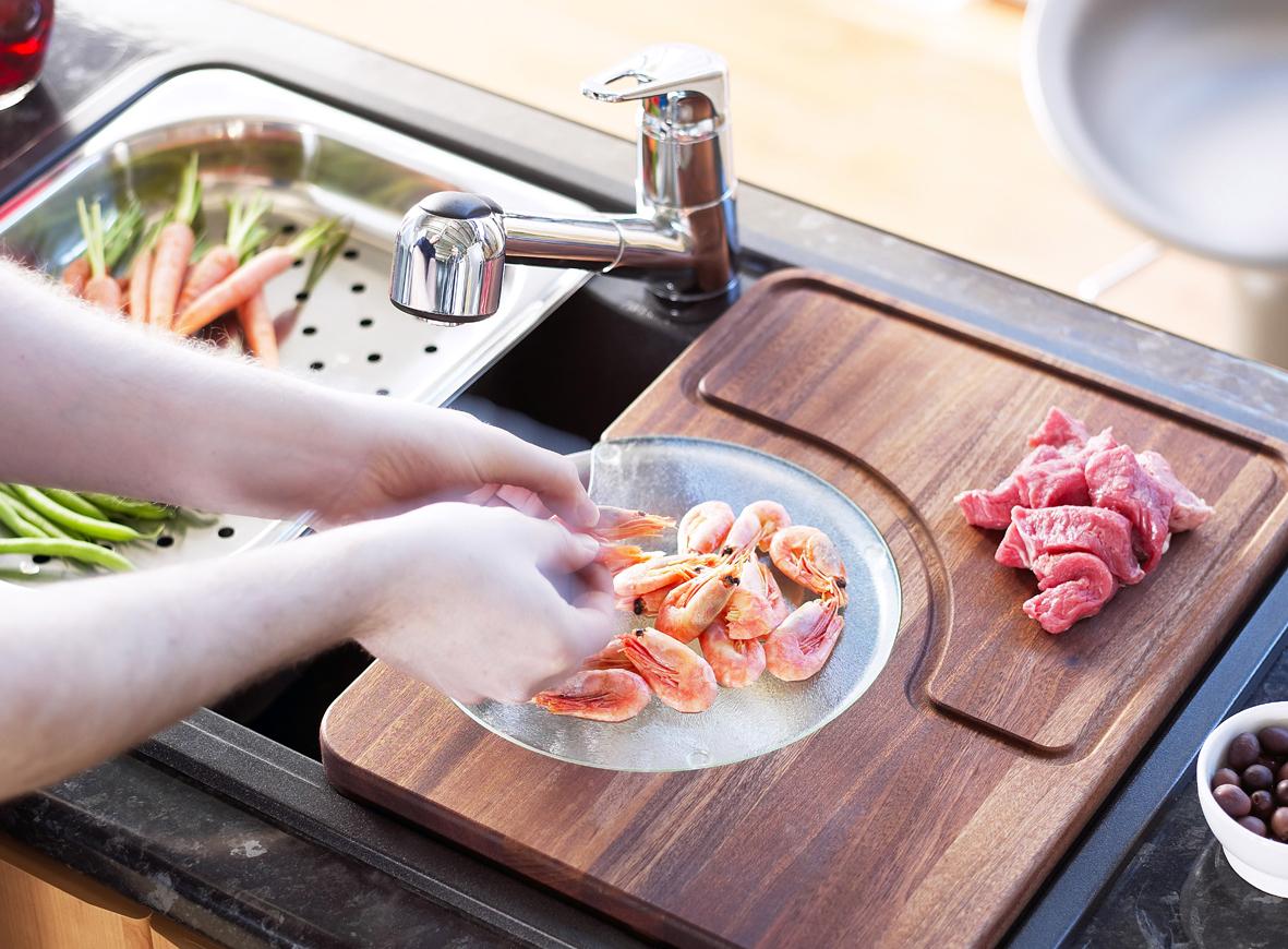 9 полезных аксессуаров для кухонной мойки