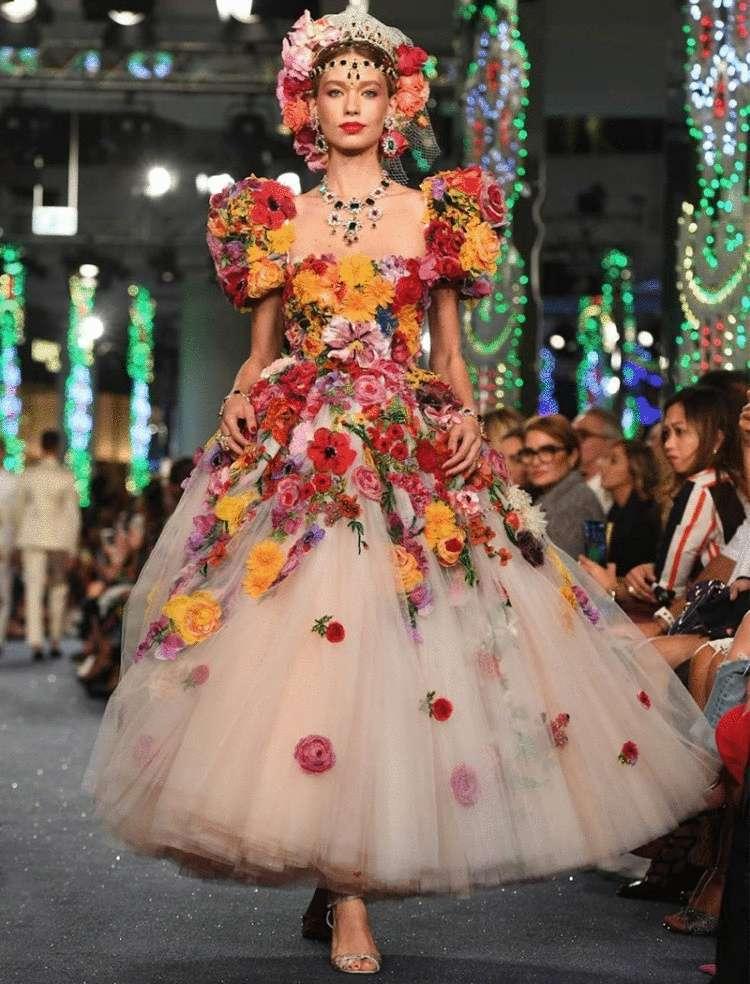 Dolce & Gabbana весна-лето 2019 – потрясающе красивые и женственные вечерние платья и костюмы