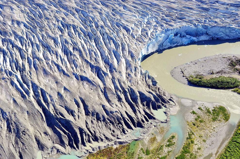 Уникальный голубой ледник называется Таку