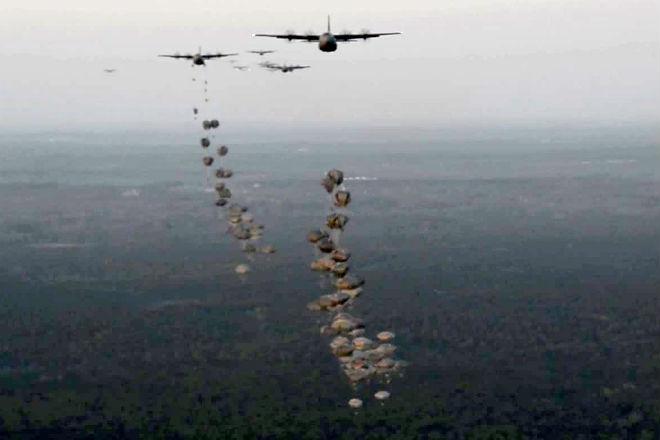 Массовое десантирование американских морпехов