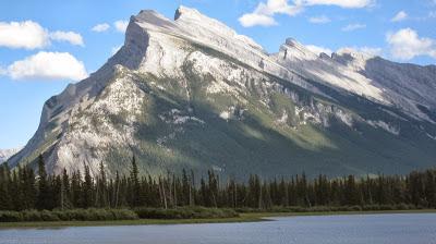 Банф, Канада: Скалистые горы, горячие источники и медведи