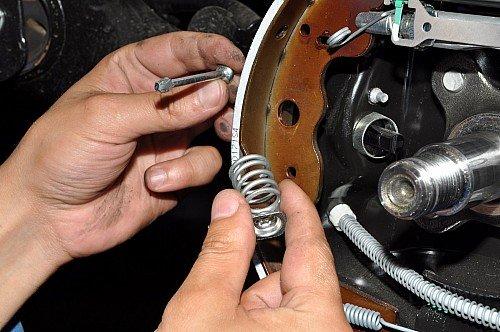 Замена задних тормозных колодок на ниссан альмера своими руками 90