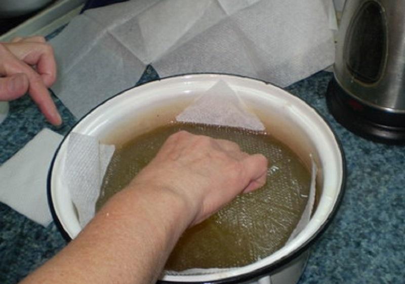 удалить жир с бульона