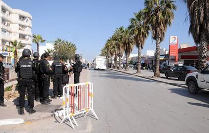 МИД России рекомендовал туристам поддерживать контакт с посольством в Тунисе