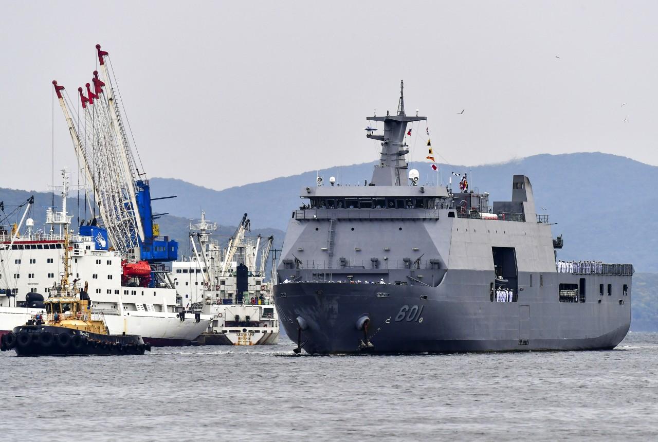 Во Владивосток с визитом прибыл филиппинский десантный корабль-док Tarlac