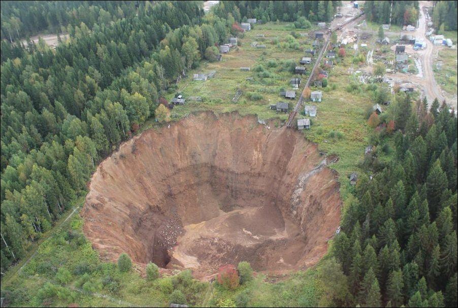 Дорога в ад находится в России. Провалиться под землю возможно в любой момент!
