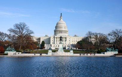У здания Конгресса США приземлился небольшой вертолет