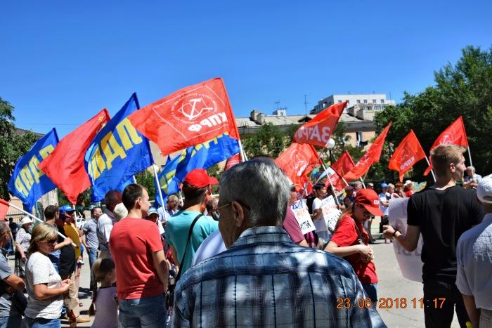 Астраханцы на митинге потребовали отставки Правительства Медведева.