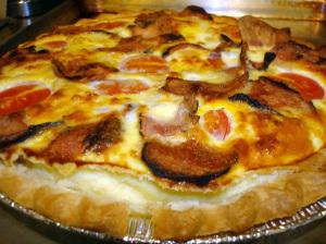 Рецепт быстрого пирога из бекона, яиц, лука, сыра и листа слоеного замороженного теста! Простите на английском, переведу позже..Хочу завтра сделать!